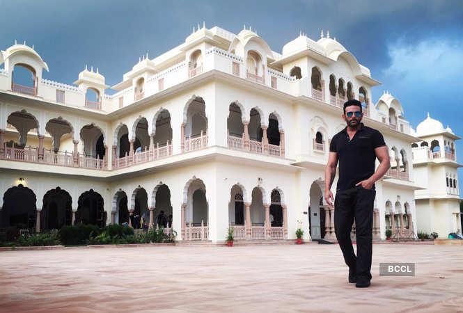Saaho' song 'Enni Soni': Prabhas and Shraddha Kapoor's