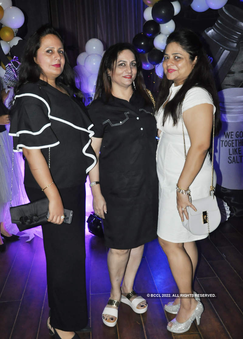 Kanpur ladies go black & white at this do