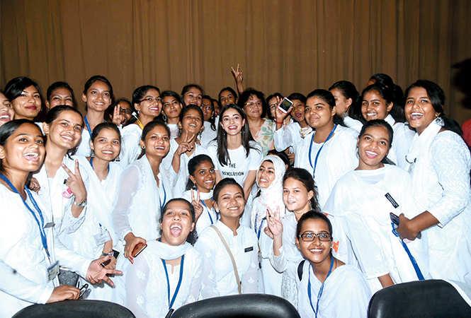 Ananya posing for a photo with them (IBCCL/ Aditya Yadav)