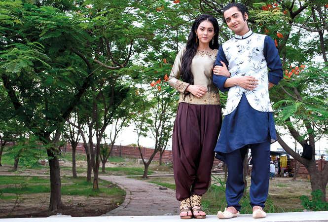 Mallika and Sumedh strike a pose together in Gomti Nagar (BCCL/ Farhan Ahmad Siddiqui)