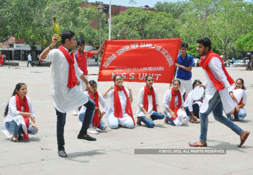 Students stage street play on water conservation