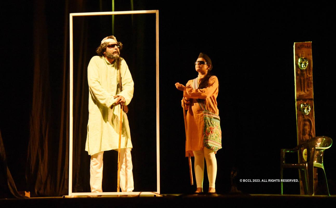 Andhon Ka Haathi: A play