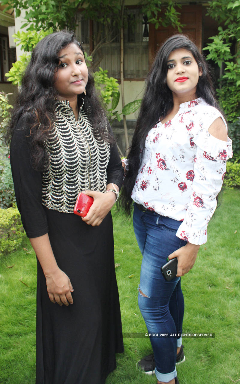 Banarasis celebrate Friendship Day in style