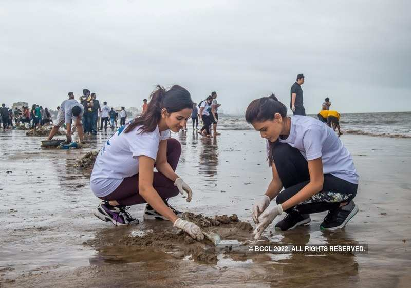 Independence Day Special: Beauty queens clean up Juhu Beach