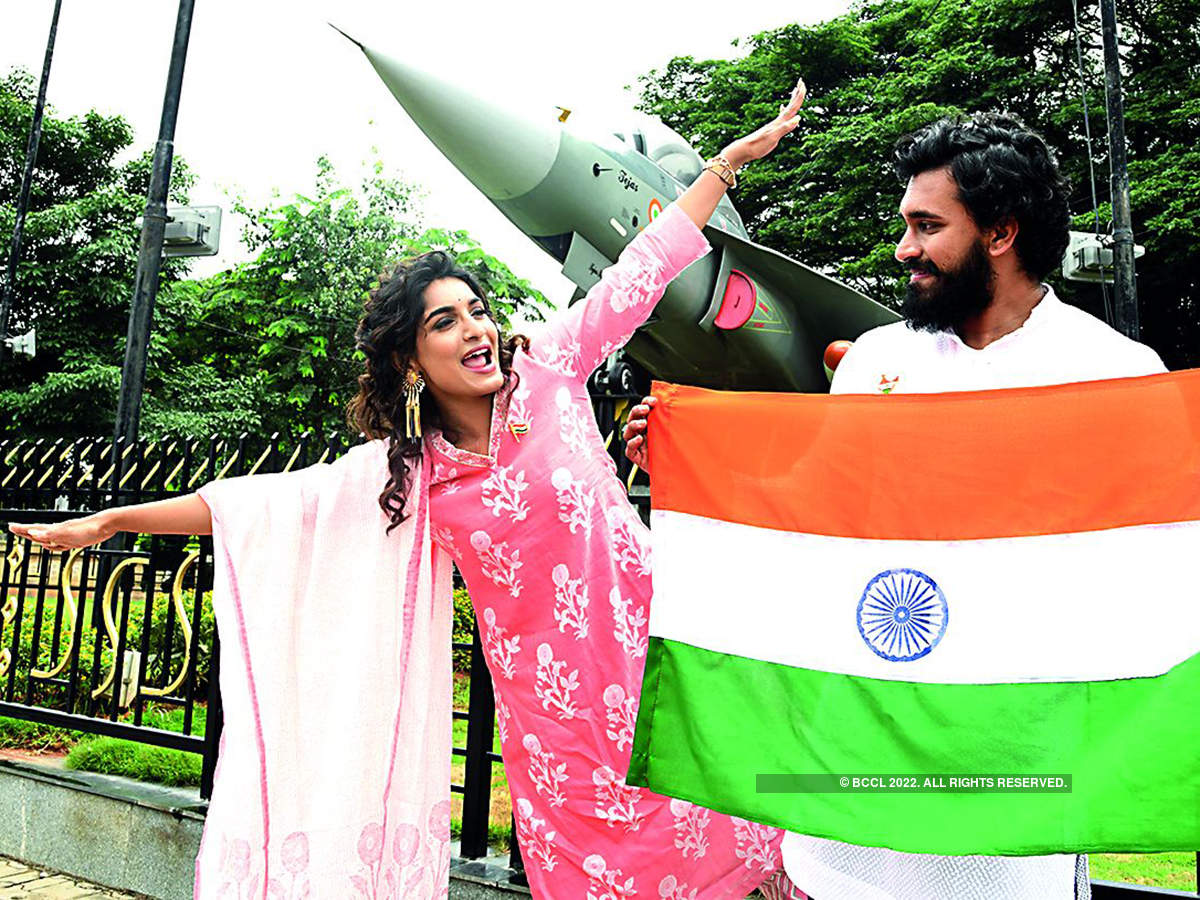 Dheeren Ramkumar and Krishi Thapanda own the #PatrioticFeels for Independence Day