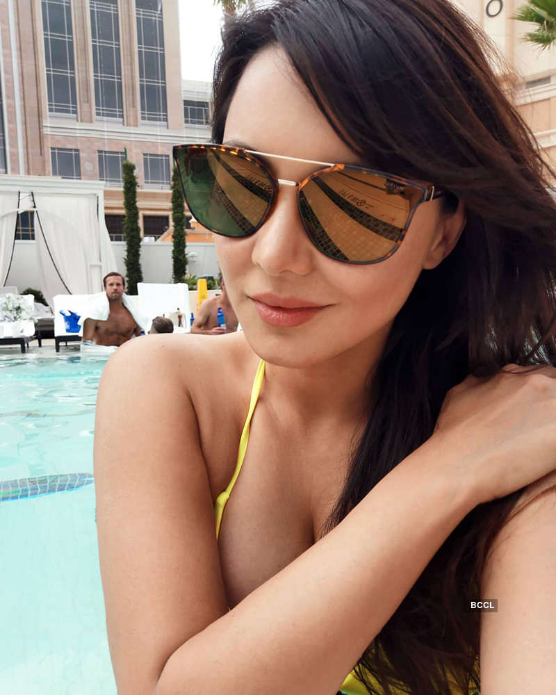 Minissha Lamba is raising temperatures with her bewitching pictures