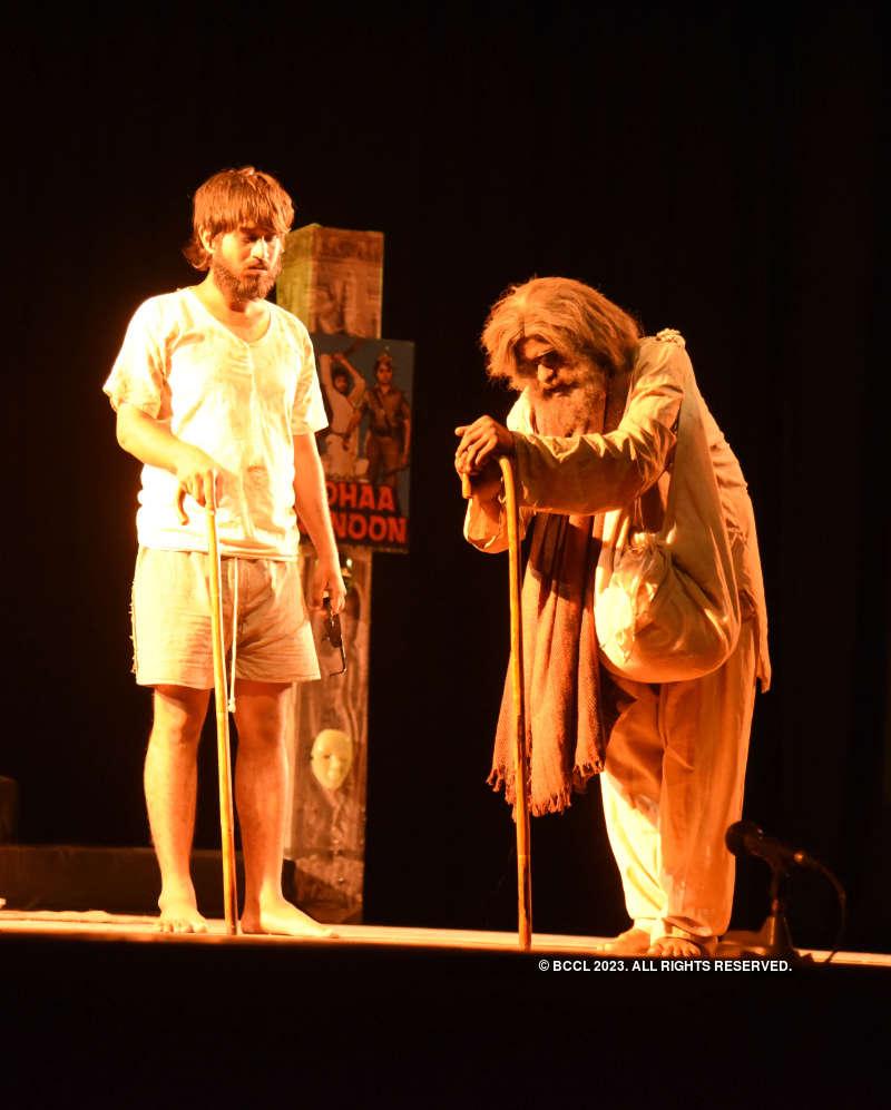 Chautha Aadmi: A play