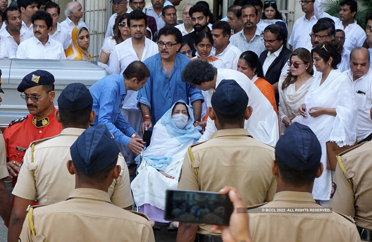 Celebs gather to pay last respects to legendary music composer Khayyam