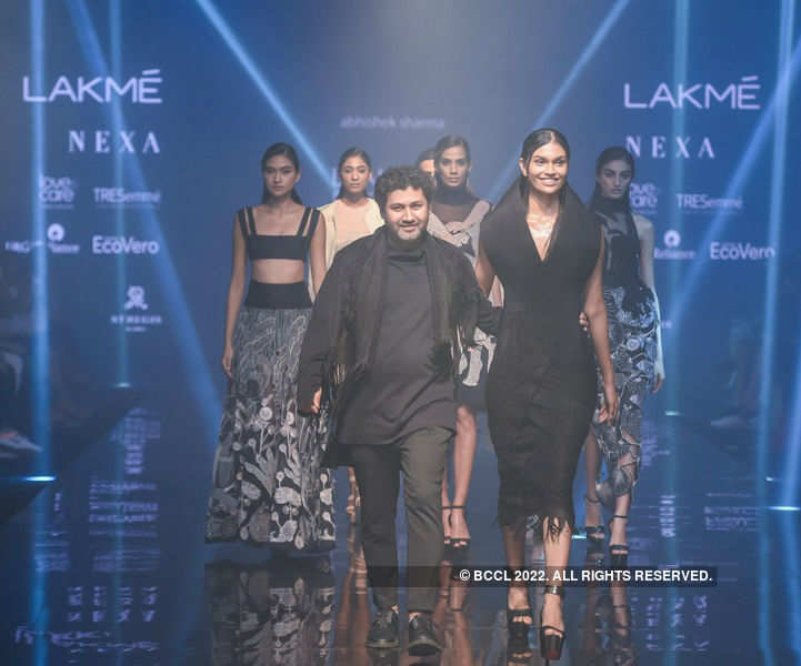 Miss India 2019 winners walk the ramp at LFW'19