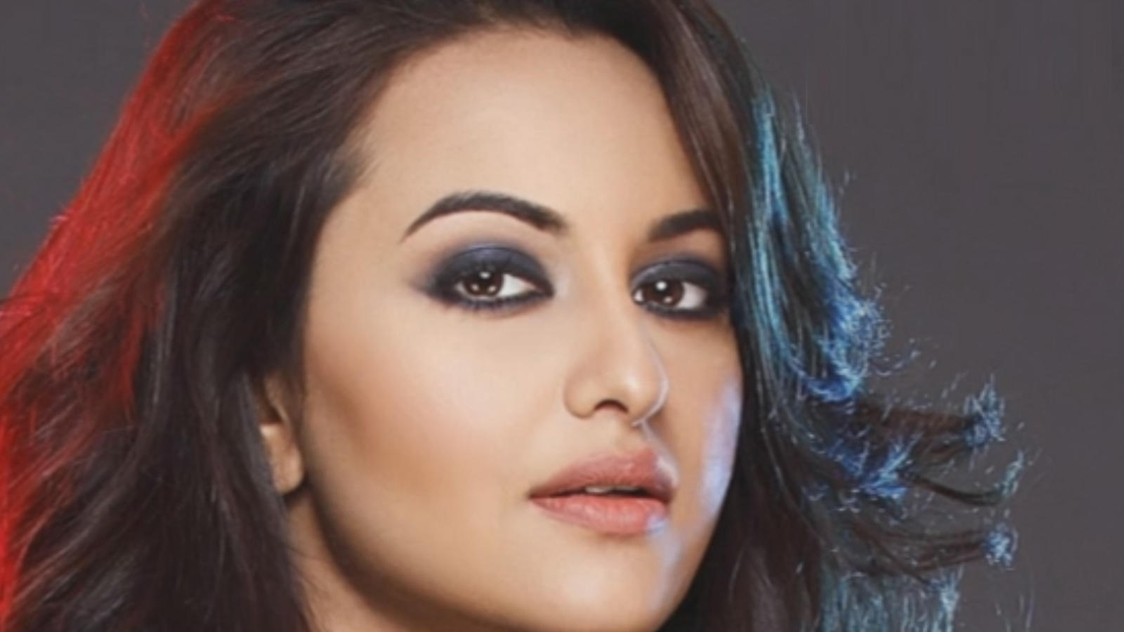 Which comedy films does Sonakshi Sinha like?