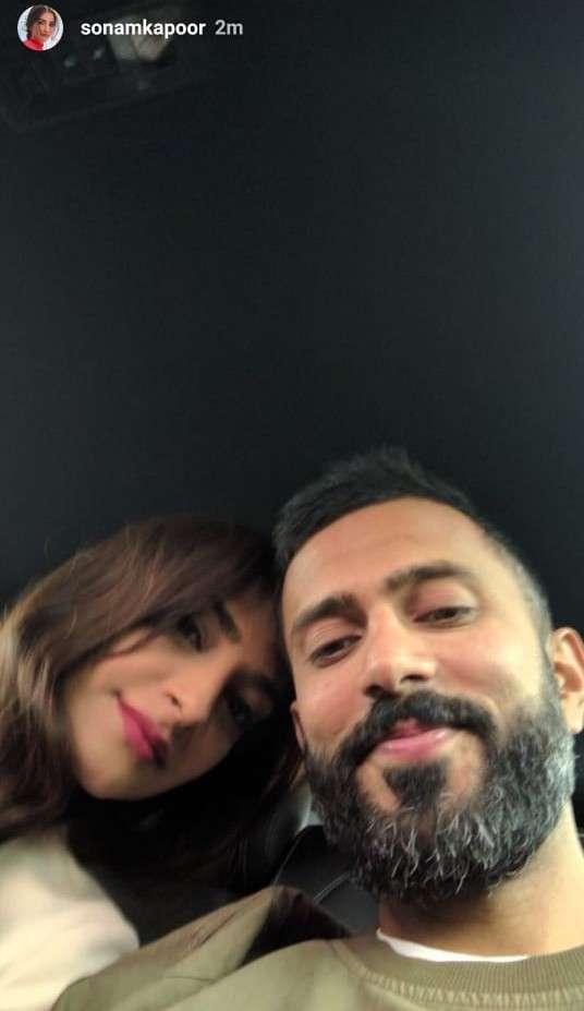 sonam_kapoor_and_anand_ahuja_selfie.