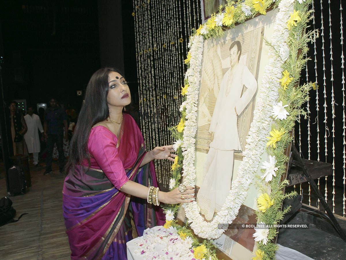 Tolly artistes pay homage to Mahanayak Uttam Kumar