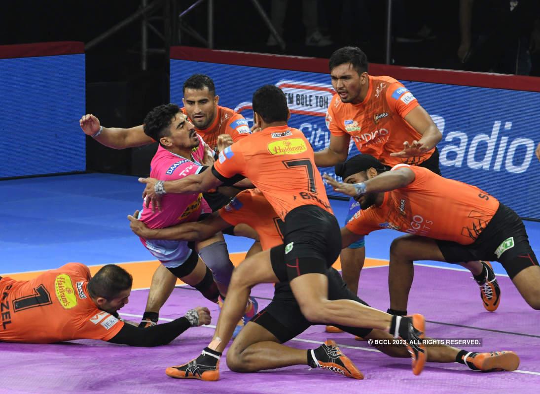 Abhishek Bachchan graces the Pro Kabaddi League