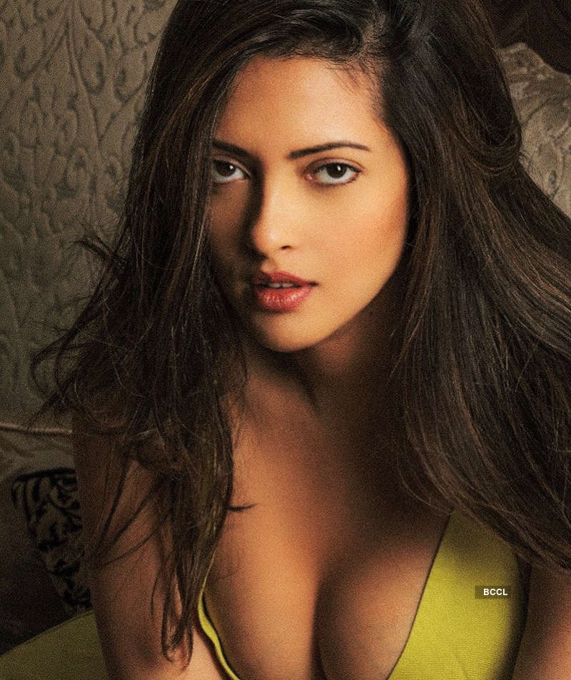 These bewitching pictures of Riya Sen you simply can't miss!