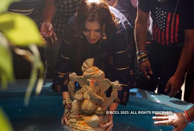 Deepshikha performing visarjan