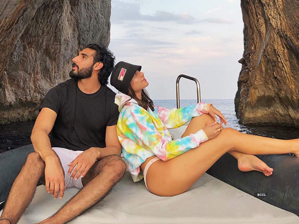 Cosy pictures of Suniel Shetty's son Ahan & girlfriend Tania Shroff go viral
