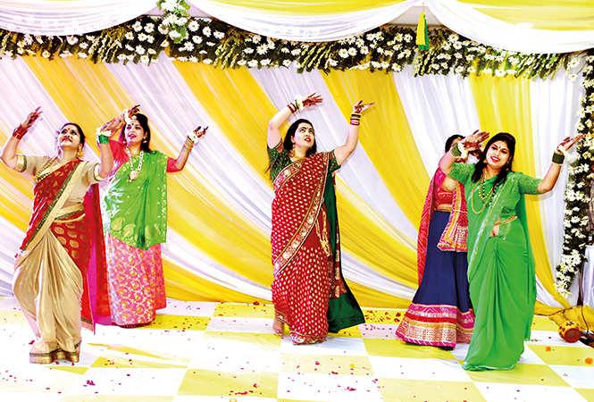 Group dance by the ladies (BCCL/ Farhan Ahmad Siddiqui)