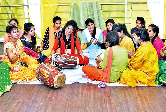 Ladies sang Teej and saawan songs at the event (BCCL/ Farhan Ahmad Siddiqui)