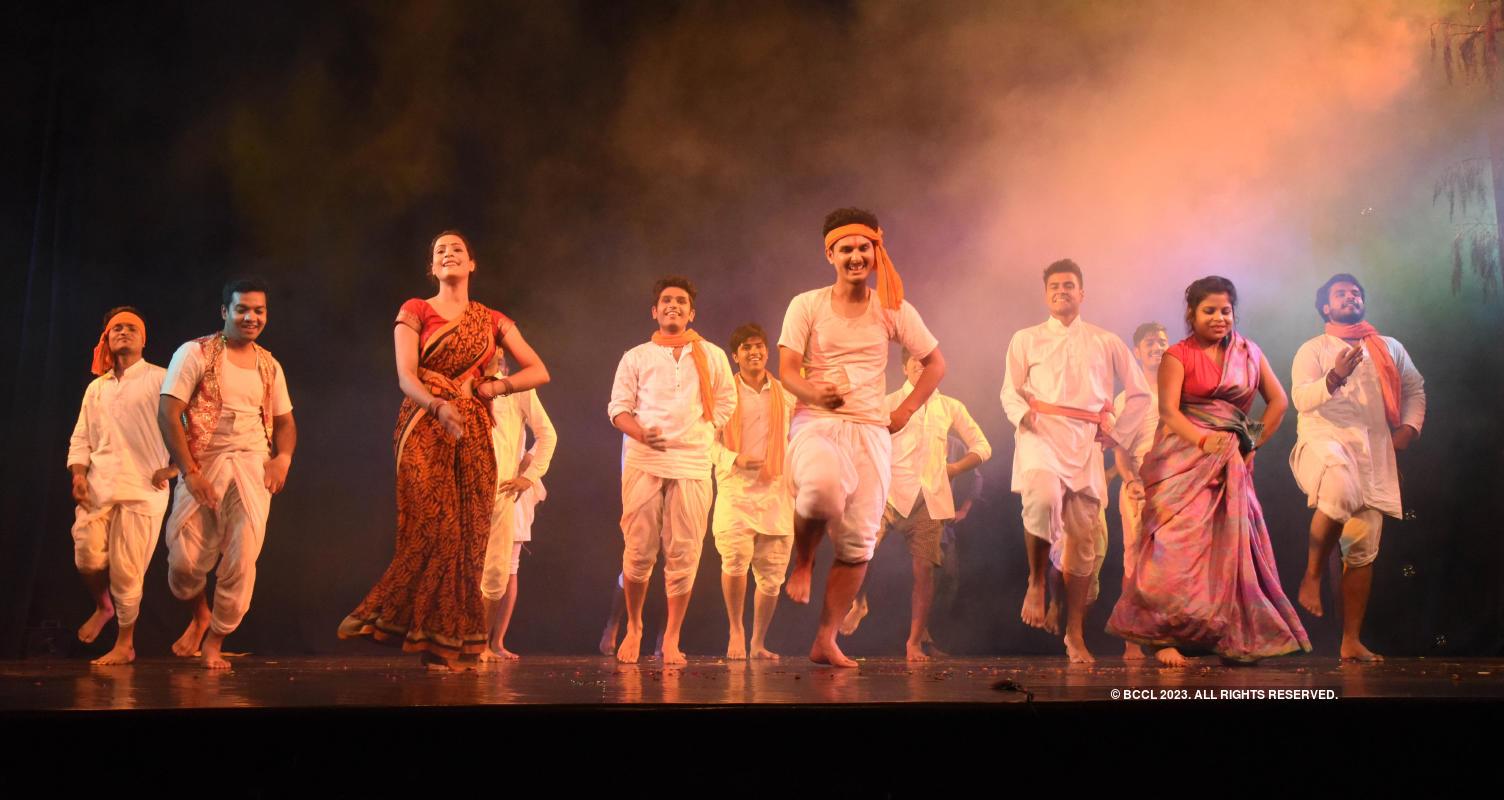 Main Bojh Nahi Bhawishya Hu: A play