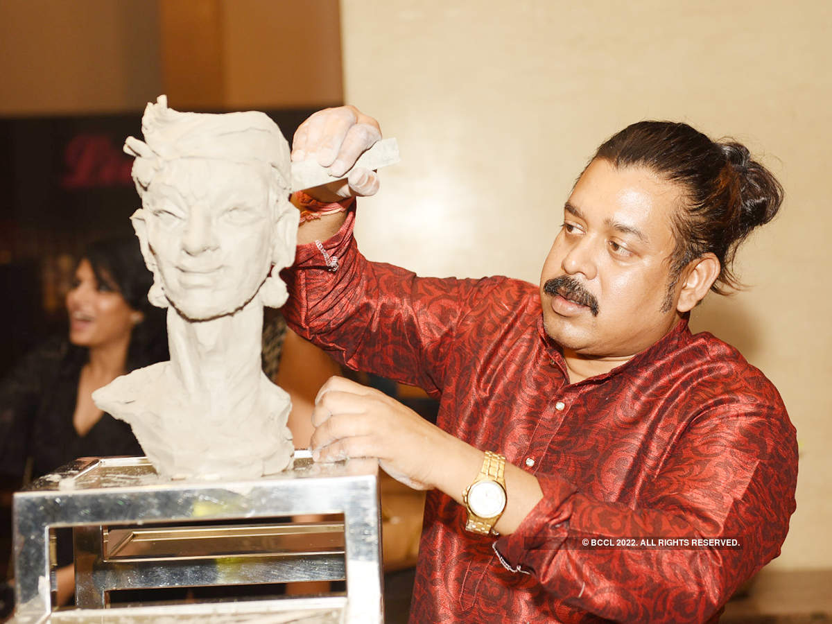 Socialites bonded over art and some live sculpting at this group exhibition