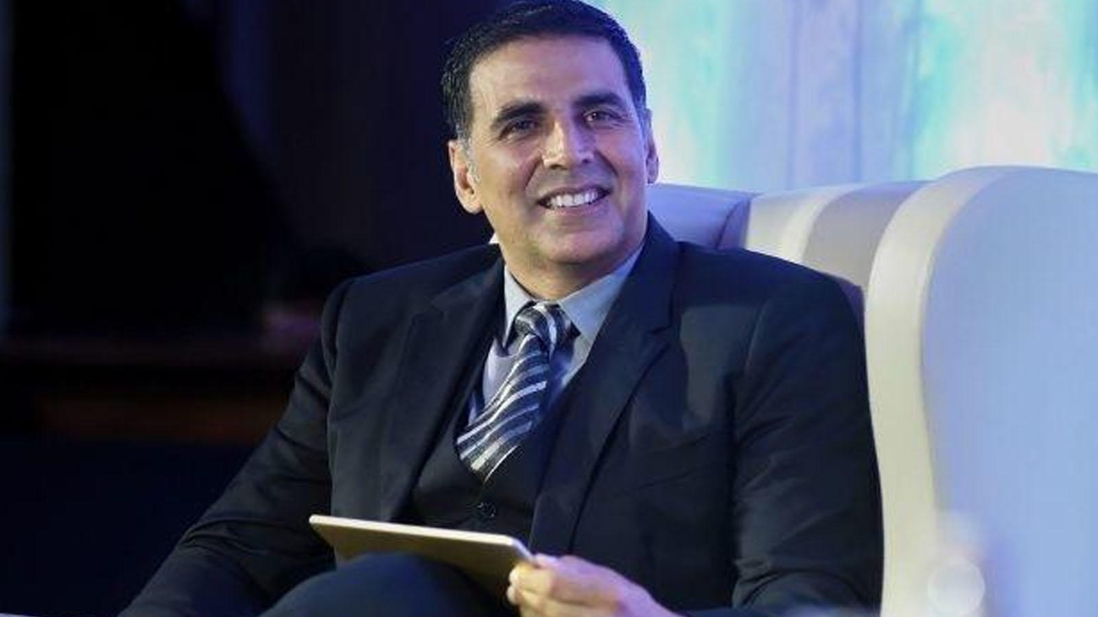 Akshay Kumar got emotional while thanking fans, here's why!