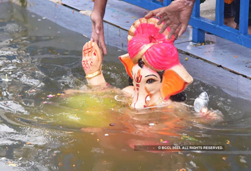 Tragic pictures as boat capsizes during Ganpati Visarjan in Bhopal