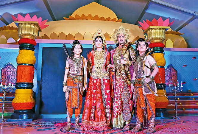 Himanshu Kohli as Rama in the show Ram Siya Ke Luv Kush, with the other cast of the show (BCCL/ Aditya Yadav)