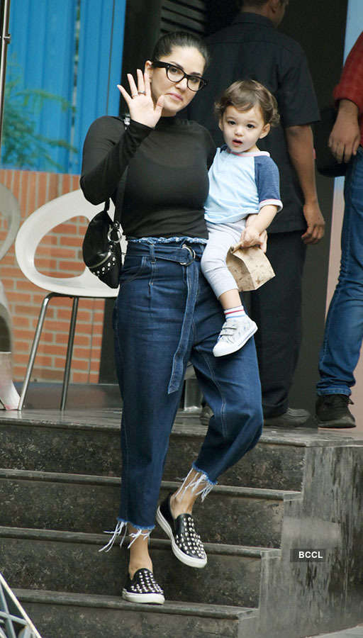 Sunny Leone spotted with her 3 kids in Mumbai