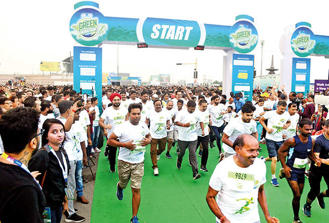 Participants get, set, go for the marathon (BCCL/ Farhan Ahmad Siddiqui)