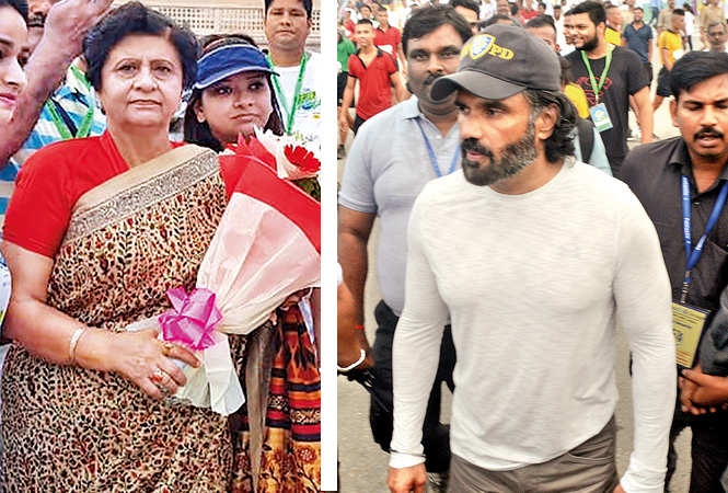 Sanyukta Bhatia, Mayo,r Lucknow, and Suniel Shetty at the marathon (BCCL/ Farhan Ahmad Siddiqui)