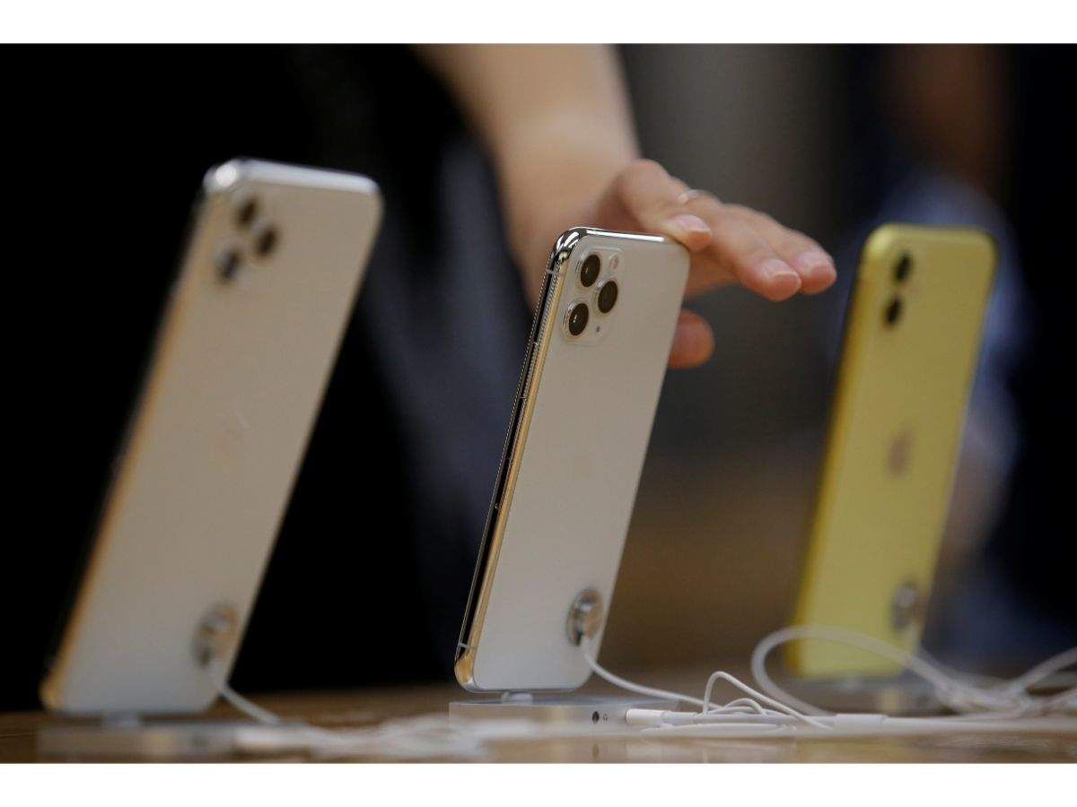 Smartphones from Apple, OnePlus, Samsung that can get you a discount of up to Rs 12,600 on buying new iPhones