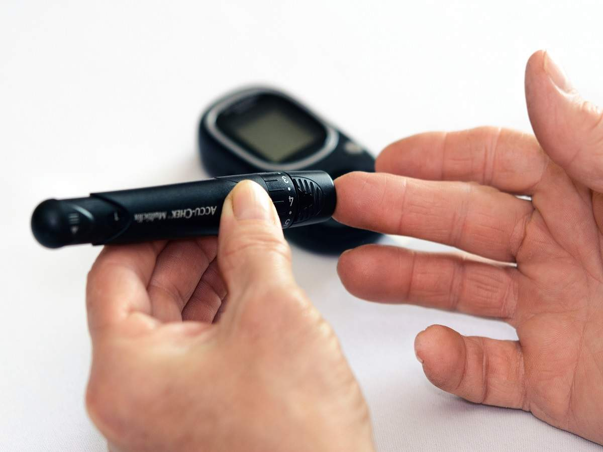 Glucometer kits to test blood sugar levels at your home