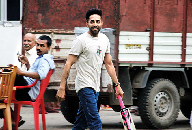 Ayushman Khurana,playing cricket with the production team after calling it a day during the shoot of Shubh Mangal Zyada Saavdhan at Sarnath (BCCL/ Arvind Kumar)