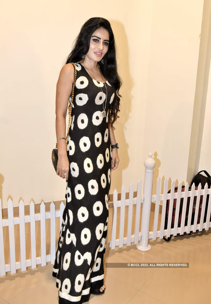 Celebs attend artist Reena Naik's art exhibition