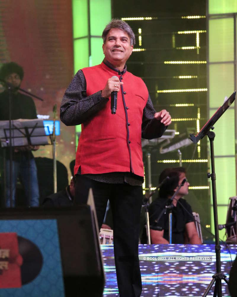 Retro music lovers attend the tribute concert 'Chirodiner Chiranatun'