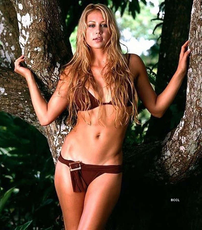 30 captivating pictures of Anna Kournikova prove she is a timeless beauty