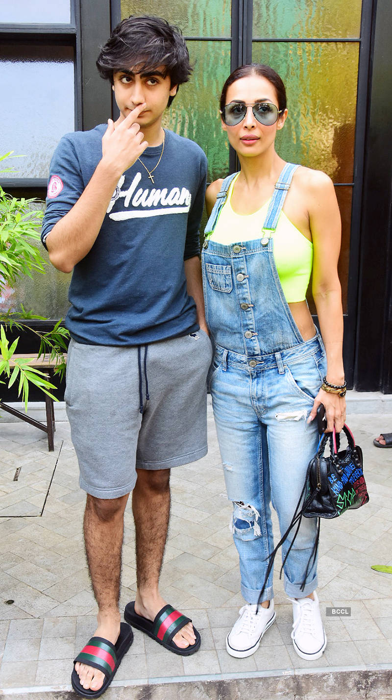Malaika Arora flaunts her well-toned body, steps out in style for gym