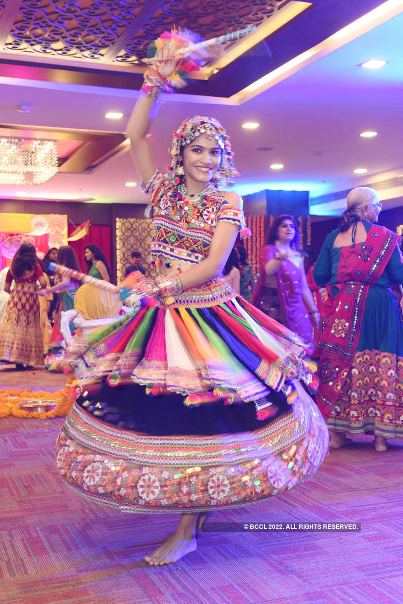 Sarita Lohiya hosts Disco Dandia event