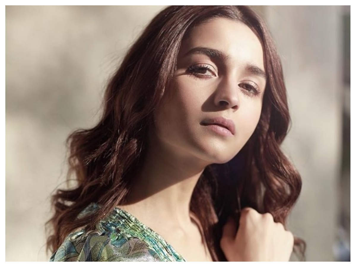 Alia Bhatt makes first SM appearance after testing COVID-19 negative; joins video call with Varun Dhawan