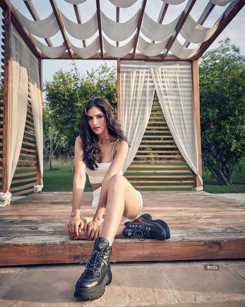 These glamorous pictures of Vartika Singh are winning the internet