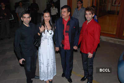 Sonakshi with family