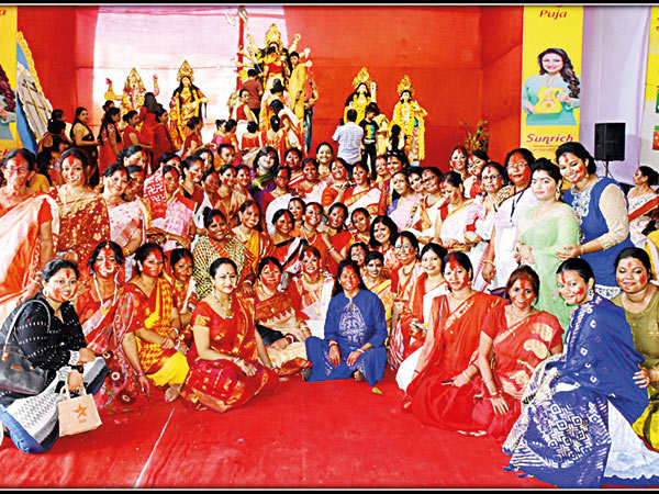 Beverly-Park-Social-Cultural-Organization-played-Sindoor-with-widows-unwed-mother-and-transgender