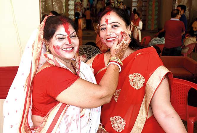 Geeta Bera (L) and Parul Prabhat Lahiri (BCCL/ Vishnu Jaiswal)