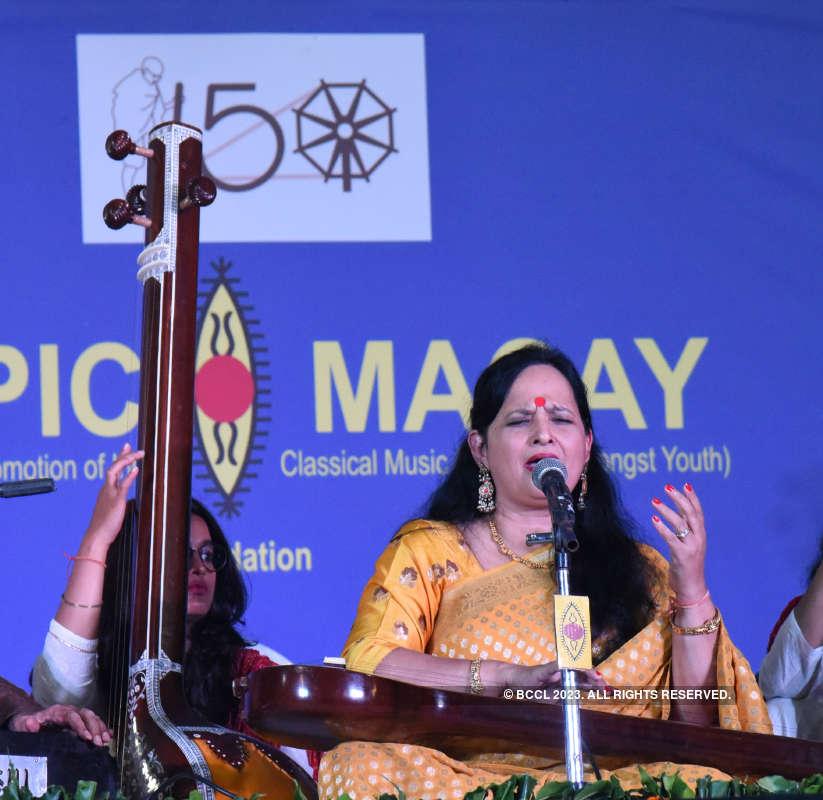 Sarod maestro Amjad Ali Khan enthralls audience at a concert