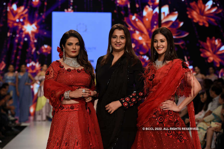 Bombay Times Fashion Week 2019 - Farha Syed - Day 3