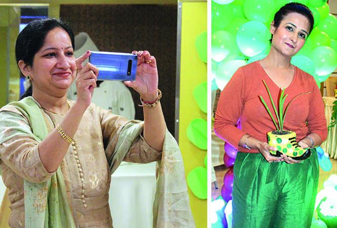 (L) Anubha Tandan (R) Rishika (BCCL/ Arvind Kumar)
