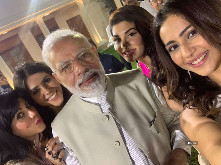 Shah Rukh Khan and other Bollywood celebs support PM Narendra Modi's initiative – Change Within