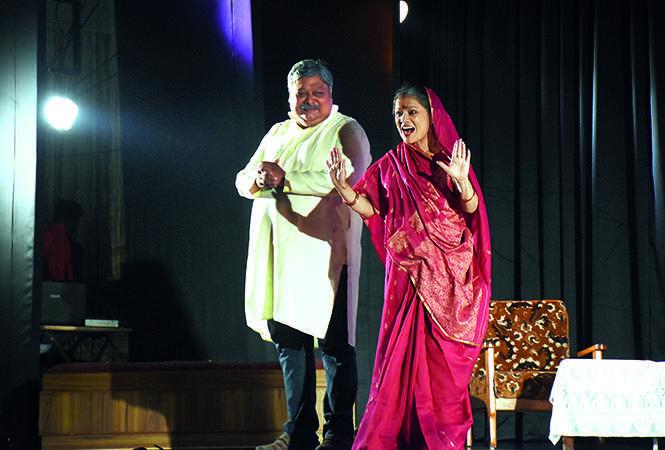 Prabhat Lahiri and Madhu Singh in a scene from the play (BCCL/ Vishnu Jaiswal)