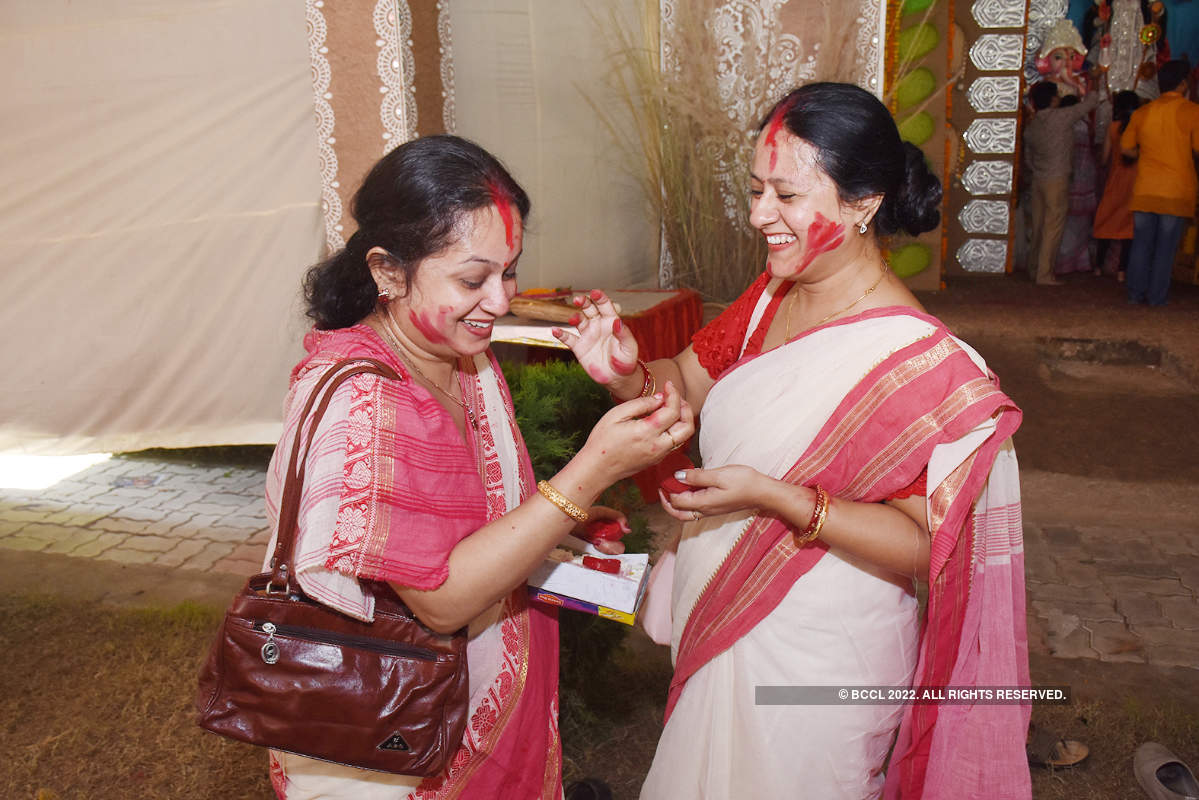 When women painted the town red during Sindoor Khela