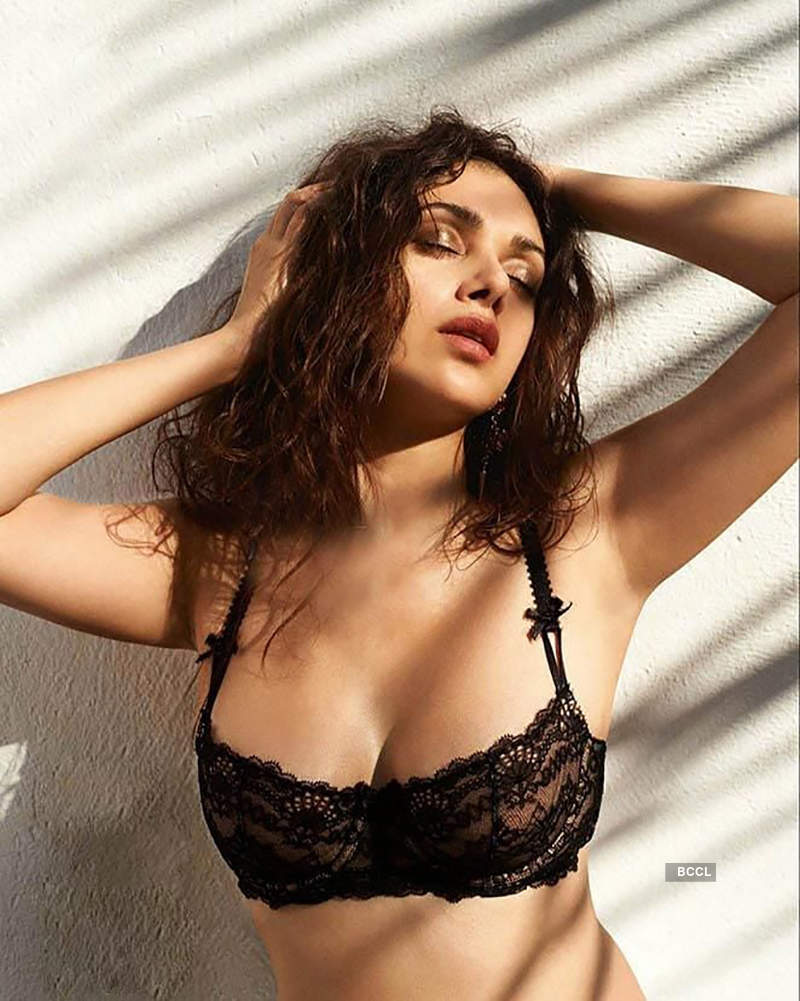 Glamorous pictures of Aditi Rao Hydari are winning the internet